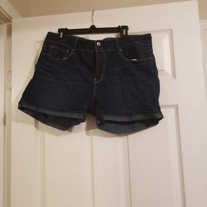Size 16 Denizen jean shorts. Very comfy